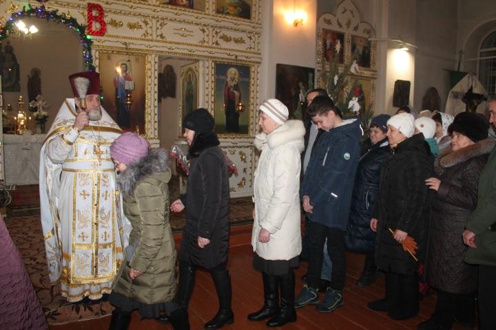 Рождественская служба в лопатинском храме прошла торжественно и благочинно