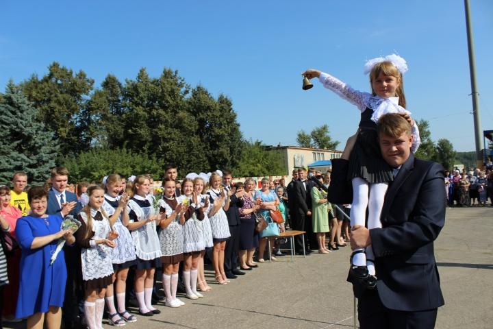 В образовательных учреждениях Лопатинского района прошли торжественные линейки