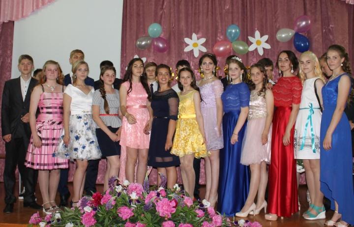 Для лопатинских школьников, окончивших этой весной 9-й класс, прошёл выпускной вечер
