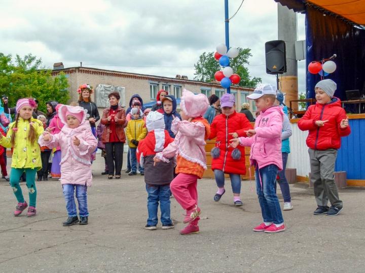 День защиты детей лопатинцы отметили веселым праздником.