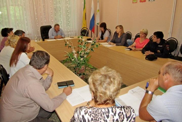 В Лопатинской райадминистрации состоялось заседание комиссии по выплате заработной платы
