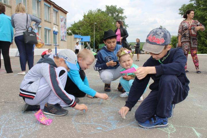 Лопатинские мальчишки и девчонки отметили Международный день защиты детей
