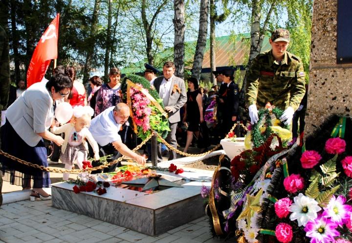9 Мая Лопатинский район традиционно праздновал День Победы