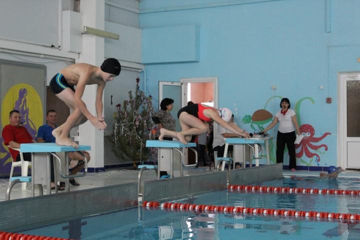 В первый четверг нового года в «Акватории» прошли районные соревнования по плаванию среди семейных команд