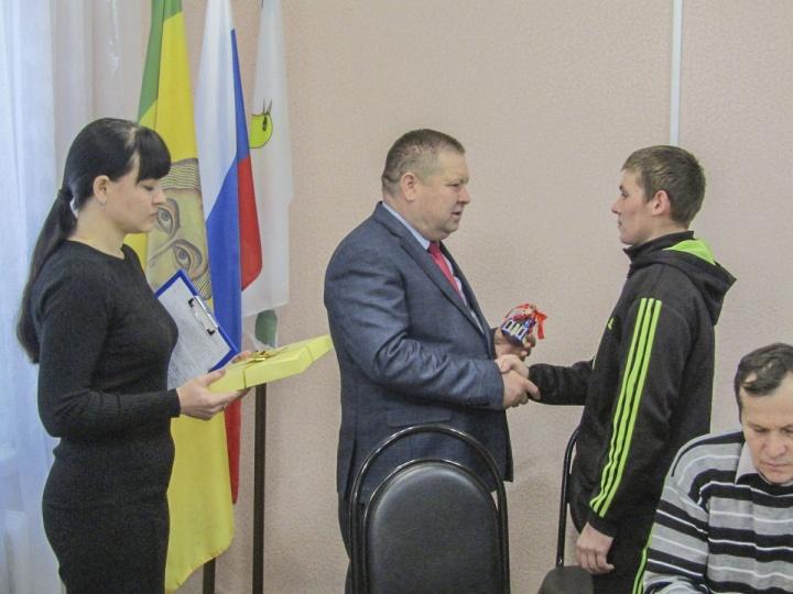 Юные жители Лопатинского района получила ключи от благоустроенных квартир