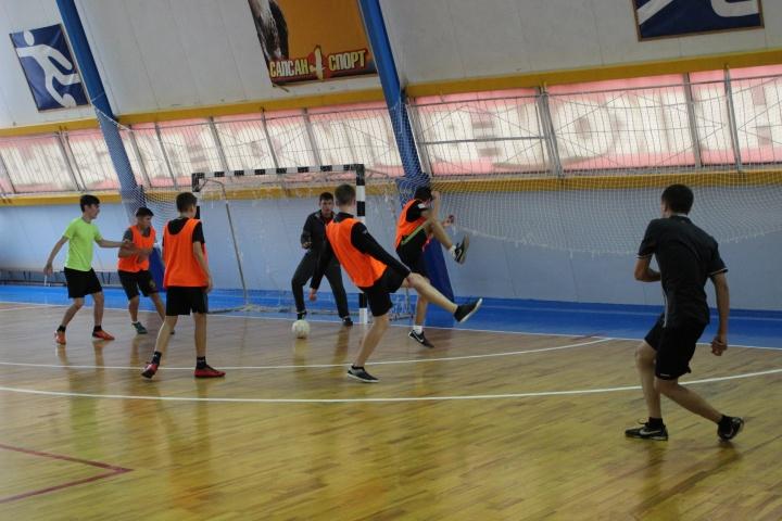В лопатинском ФОКе «Сокол» проводился районный Чемпионат по мини-футболу среди мужских команд.