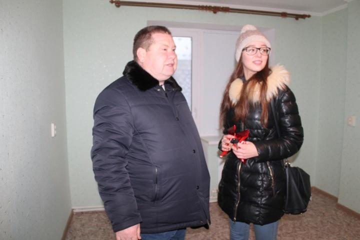 Анастасия Лазейкина из Лопатина получила ключи от квартиры