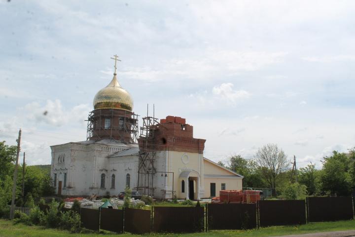 В лопатинском храме полным ходом идут работы по возведению колокольни
