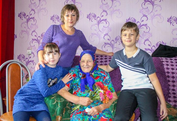 Красивый юбилей – 90-й – отметила Елизавета Васильевна Фёдорова, жительница Лопатина