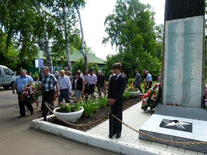 В День памяти и скорби в Лопатинском районе прошли траурные митинги