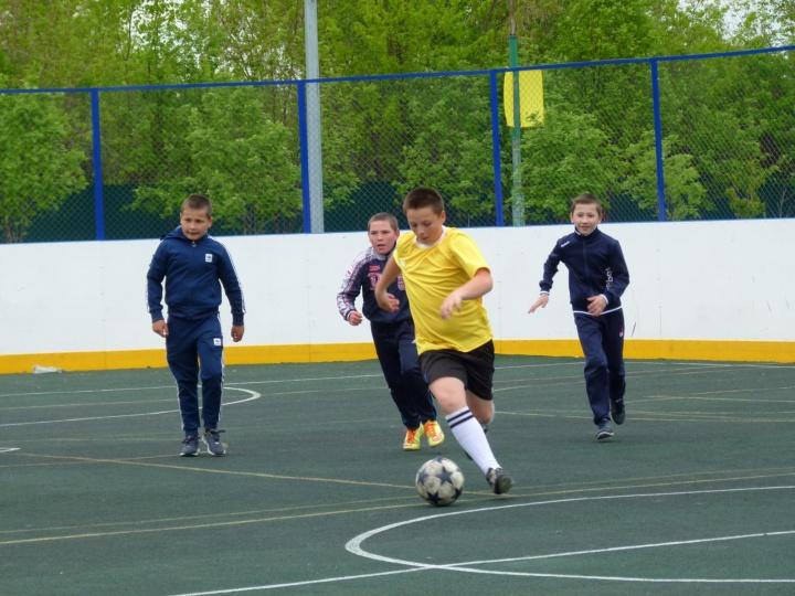 В Лопатине состоялся районный этап Всероссийских соревнований по футболу «Кожаный мяч»