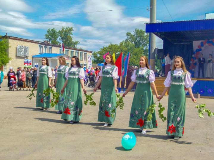 Лопатинцы отметили День России