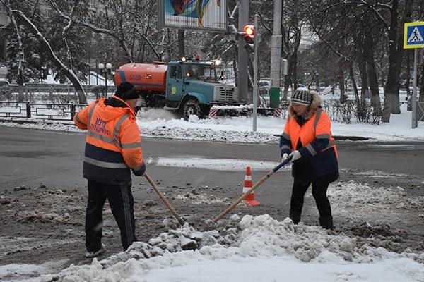 ВПензе ночью науборку снега вышли 75 единиц техники
