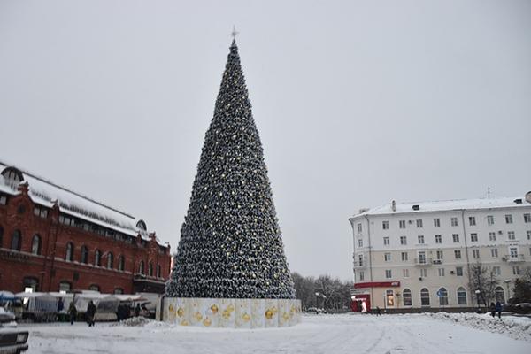 Главную елку города начнут демонтировать 18января