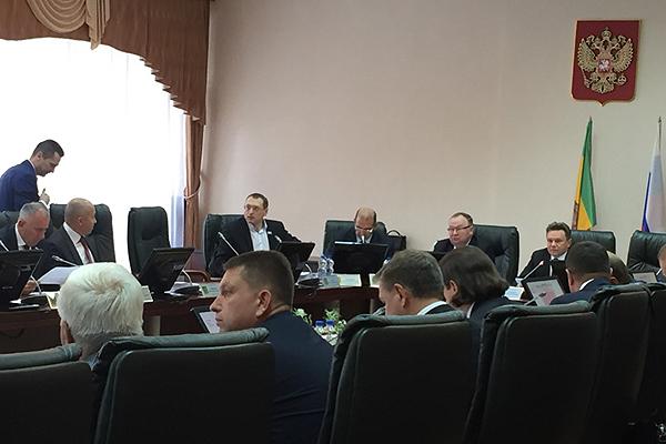 Ратникову, Долову иТактарову вручили удостоверения депутатов пензенской гордумы