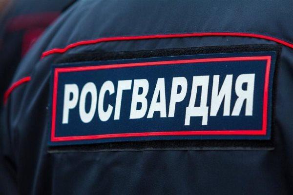 ВКузнецкке пьяные хулиганы пытались пронести спирт в клинику