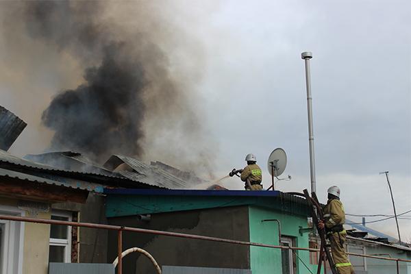 Белозерцев поручил помогать пострадавшим отпожара вЛеонидовке
